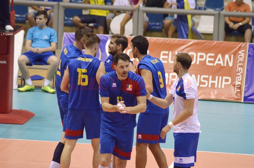 Voleibaliştii din Bănie au şanse mici să prindă locul doi, calificant la turneul de baraj (Foto: Alexandru Vîrtosu)