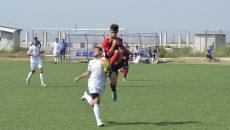 Bogdan Ţoiu (în alb) a revenit pe teren cu gol (Foto: Alexandru Vîrtosu)