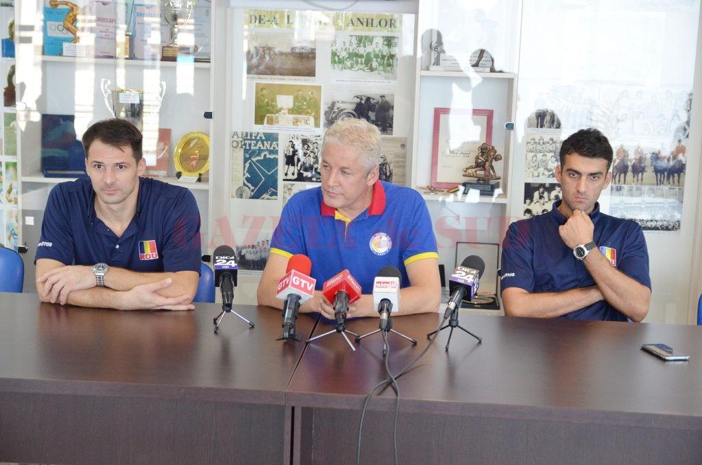 Laurenţiu Lică (stânga), antrenorul Dan Pascu şi Bogdan Olteanu au vorbit despre turneul care va debuta mâine (Foto: Claudiu Tudor)