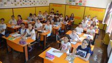 """Școala gimnazială """"Gheorghe Țițeica"""" din Craiova are 1.021 de elevi. La una din clasele a VI-a sunt 32 de copii. (Foto: Claudiu Tudor)"""