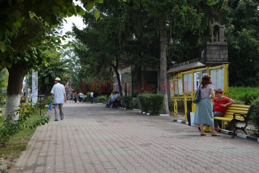 Pe străzile din Strehaia se văd din ce în ce mai rar tineri (Foto: Bogdan Grosu)