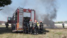 Echipele de intervenţie au acţionat la stingerea incendiilor  (Foto: Bogdan Grosu)
