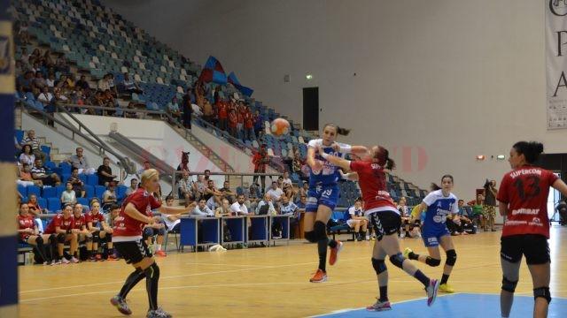 Cristina Zamfir (în albastru) au înregistrat o înfrângere surprinzătoare (foto: Daniela Mitroi-Ochea)