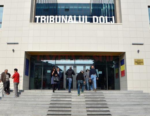 Protestul magistraţilor îngreunează procesele, iar oamenii aşteaptă soluţionarea dosarelor (FOTO: Bogdan Grosu)