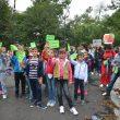 Cei mici au purtat pancarte sau steguleţe cu mesaje de promovare a mobilităţii (Foto: Traian Mitrache)