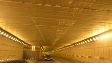 Tirul a reuşit să pătrundă în pasaj şi a lăsat dâre vizibile de la un capăt la celălalt al tavanului (Foto: Traian Mitrache)