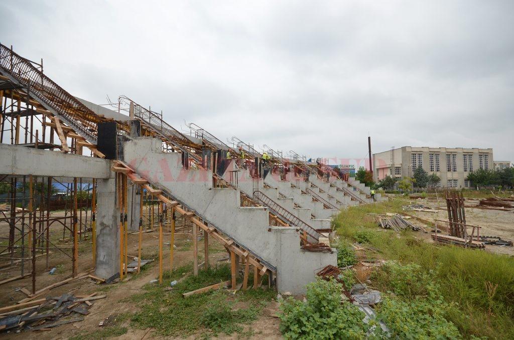 Aşa arată stadionul de atletism după doi ani  de la începerea lucrărilor (Foto: Bogdan Grosu)