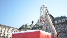 Pompierii au făcut demonstraţii în faţa craiovenilor (Foto: Traian Mitrache)
