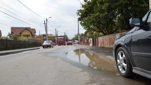 Strada Teilor, deși modernizată, este lipsită de canalizare pluvială
