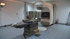 La clinica din Craiova există un singur accelerator liniar, care se strică des (Foto: Claudiu Tudor)