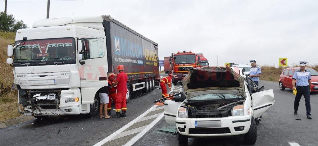 Potrivit proiectului Ministerului Finanțelor, șoferii își pot repara mașinile în baza propriei polițe RCA (Foto: GdS)