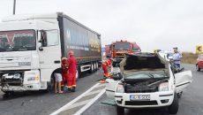 Polițiștii de la Rutieră au stabilit că șoferul autoturismului Ford a intrat pe contrasens,  unde a fost lovit de un tir ()