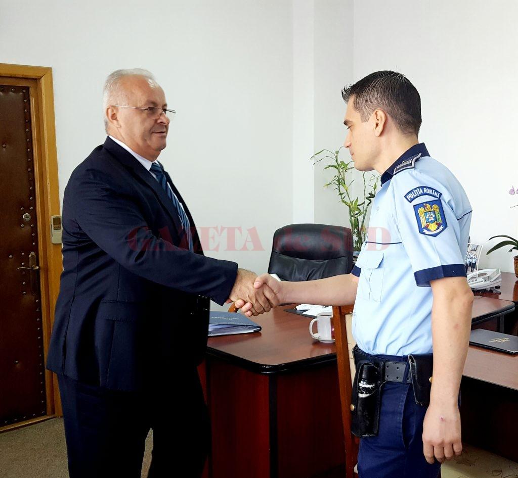Agentul Pîrvuleţu a fost felicitat de șeful IPJ Dolj pentru integritatea de care a dat dovadă