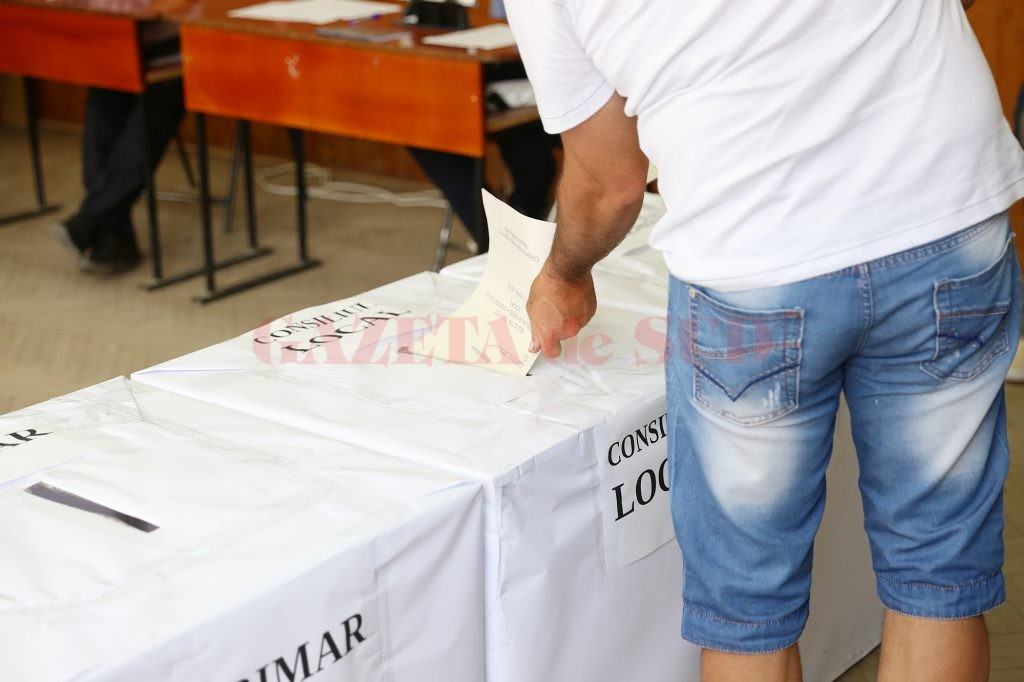 Anchetatorii au reținut că un candidat la Primăria Ghindeni a încercat să fraudeze alegerile din iunie 2012 prin metoda vizelor de flotant (Foto: Arhiva GdS)