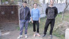 Andrei alături de unchi şi mătuşă (Foto: Claudiu Tudor)