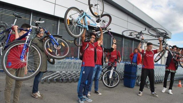 Bicicliştii din Târgu Jiu au protestat pentru că nu au piste speciale (Foto: Eugen Măruță)