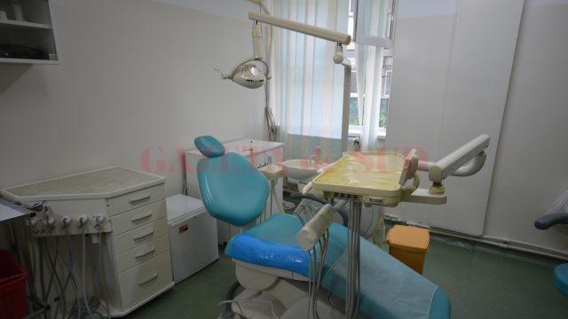 Cabinetul de stomatologie a fost renovat, iar pacienții găsesc în permanență un medic aici (Foto: Traian Mitrache)