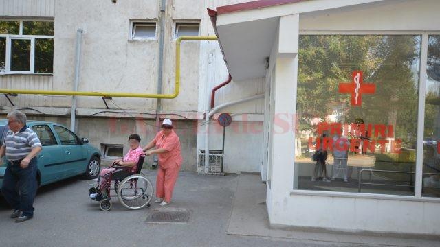 Conducerea spitalului spune că este nevoie de transformarea camerei de gardă  în unitate de urgență pentru că zilnic aici vin mulți pacienți