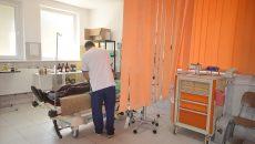 Conducerea spitalului spune că este nevoie de transformarea camerei de gardă  în unitate de urgență pentru că zilnic aici vin mulți pacienți (Foto: Traian Mitrache)