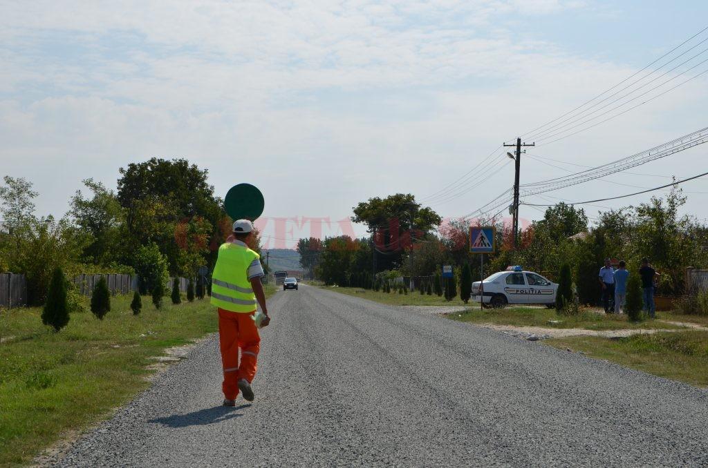 Pe DN 6B Craiova - Hurezani, criblura turnată pune încă probleme șoferilor, care trebuie să circule prudent și să fie atenți  la radarele amplasate în zonă (Foto: Bogdan Grosu)