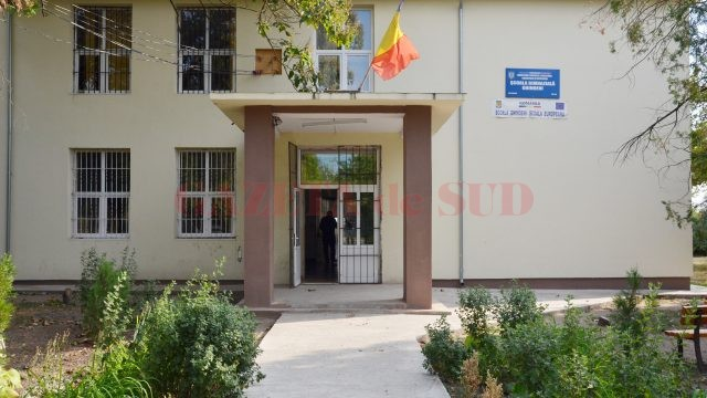 Școala din Ghindeni