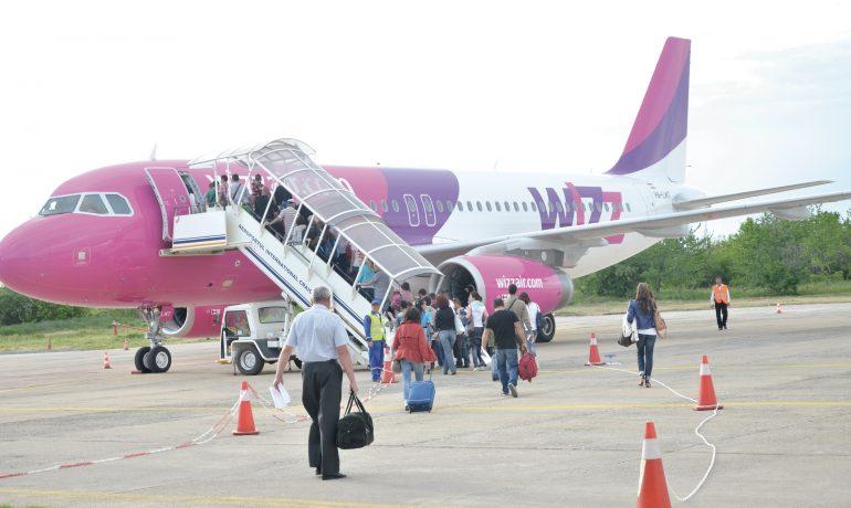 Wizz Air, a anunțat cele două zboruri noi care se prefigurează de la anul,  de pe Aeroportul Internațional Craiova (Foto: Arhiva GdS)