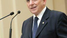 Guvernatorul Mugur Isărescu are un salariu lunar de 42.727 lei, la care se adaugă  o indemnizaţie de membru al Consiliului de Administraţie de 18.476 lei