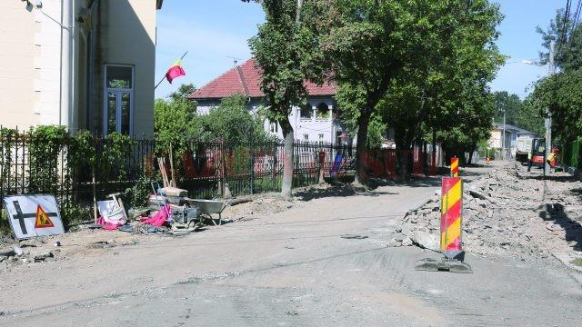 Muncitorii Delta ACM s-au întors ieri pe strada Ludwig van Beethoven pentru a scoate bordurile și a sparge trotuarele