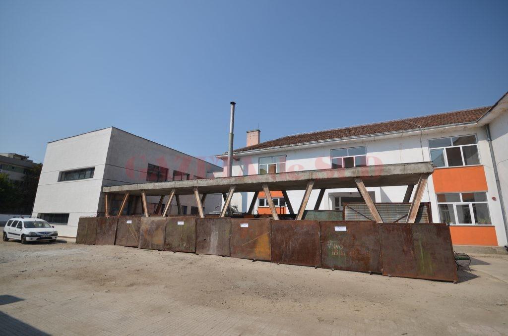 """La Școala gimnazială """"Sfântul Dumitru"""" s-au finalizat lucrările la exterior (Foto: Traian Mitrache)"""