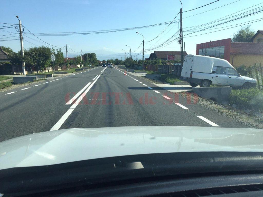 Se lucrează deja la marcajele rutiere (Foto: Eugen Măruţă)
