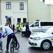 Micuţii au admirat maşinile expuse de poliţişti în centrul oraşului (Foto: Eugen Măruţă)