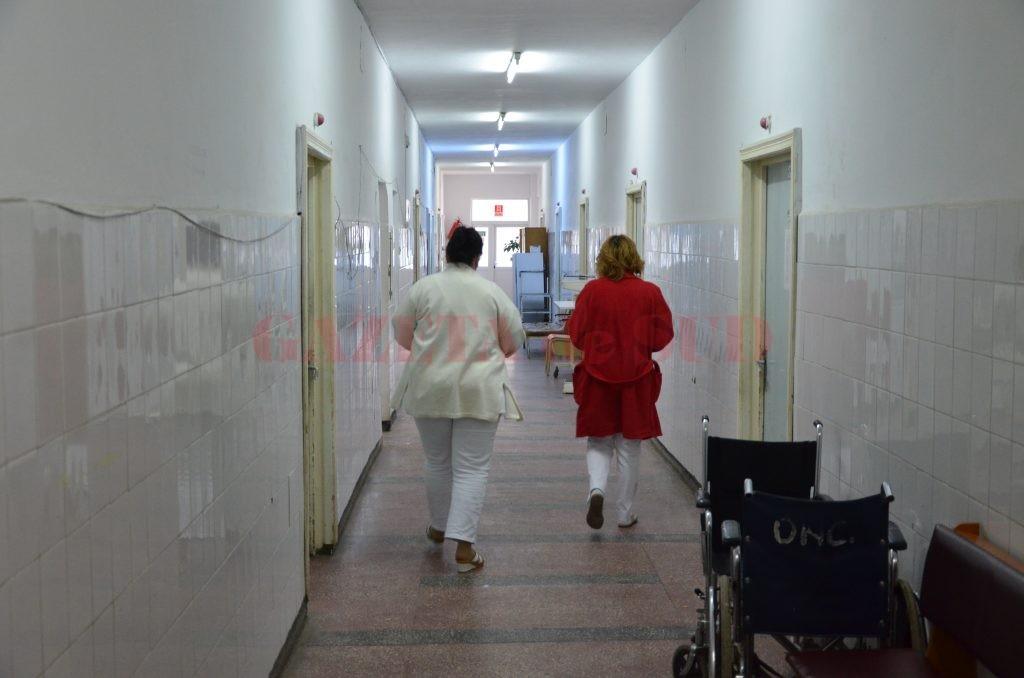 Spitalele mici rămân fără medici