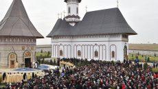 mii-de-credinciosi-la-sfanta-liturghie
