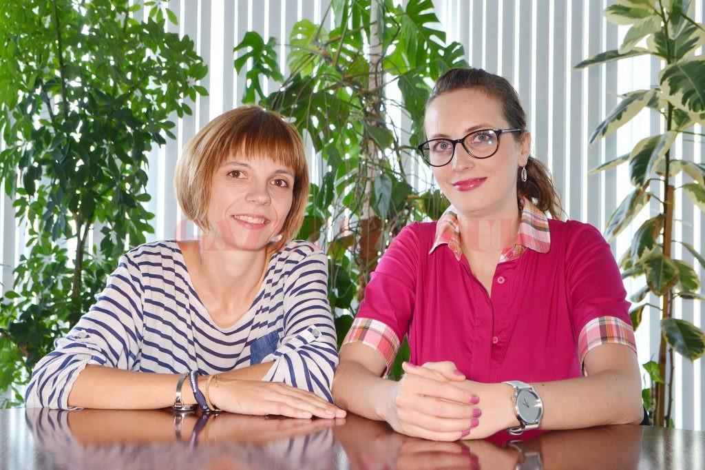 Irina Popescu (dreapta) și Raluca Bradea (stânga) sunt membre ale Asociației Moașelor Independente (Foto: Bogdan Grosu)