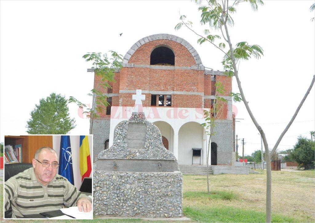 Un proiect de 700.000 de euro privind extinderea rețelei de apă în Bechet, demarat în mandatul fostului primar Costel Tulitu (medalion), se lasă cu acuzații de corupție ce ar putea face obiectul unei anchete DNA. Proiectul prevedea forarea a şase puţuri, dar în realitate au fost forate şapte şi recepţionate doar cinci. Unul dintre ele se află  la Biserica Nouă (foto)  din localitate, dar, oficial,  nimeni nu ştie cum a apărut acolo şi dacă apa este potabilă.