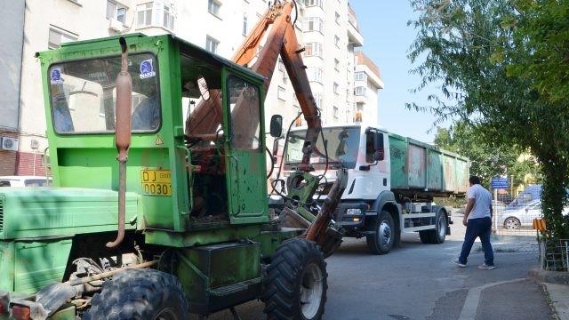 Golirea recipientelor de colectare selectivă prevede descărcarea acestora în autovehicule diferite