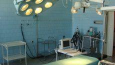 Procurorii doljeni au reținut că medicul Cerbulescu a intrat în sala de operații numai după ce aparținătorii unui pacient i-au băgat în buzunar 100 de euro  (Foto: spitalulfiliasi.ro)