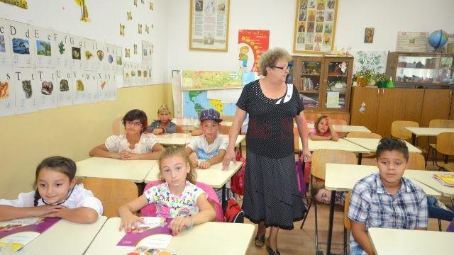 Puţini copii mai vin la şcoala din Făcăi