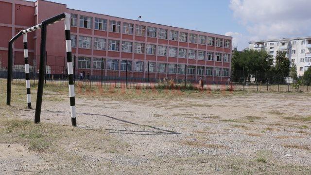 """Terenul de sport de la Școala gimnazială """"Mihai Viteazul"""" din Craiova"""