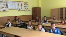 În comuna Cernătești, în fiecare an, numărul copiilor școlarizați scade în fiecare an (Foto: captură video)
