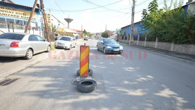 Gura de canal dispărută de pe strada Sărarilor, semnalizată cu o baliză