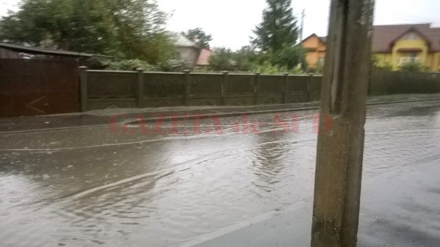 Strada Teilor, după ploile căzute în ultimele zile (Foto: Un cititor GdS)