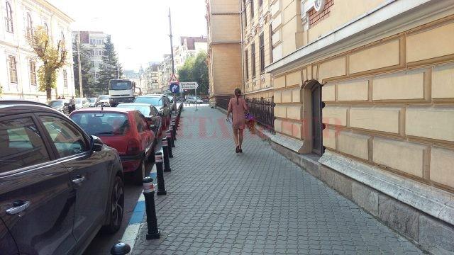 Stâlpii de delimitare acces pietonal, o soluție pentru lăsarea liberă a trotuarelor din jurul școlilor