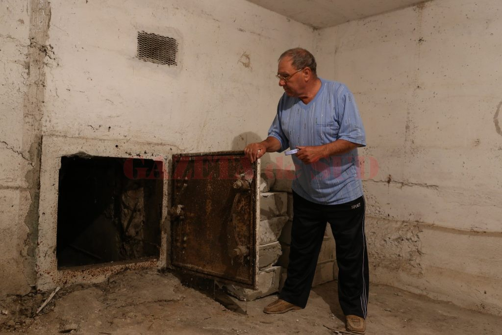 Tunel de evacuare  din adăpostul antiaerian (Foto: Lucian Anghel)