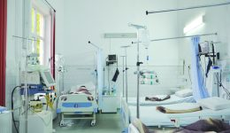 """În secția ATI de la Spitalul """"Filantropia"""" lucrează șase medici, iar luna aceasta aici au ajuns 177 de pacienți ()"""