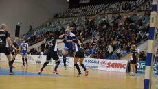 Burlachenko (în albastru) a marcat un gol în poarta gălăţencelor (foto: Daniela Mitroi-Ochea
