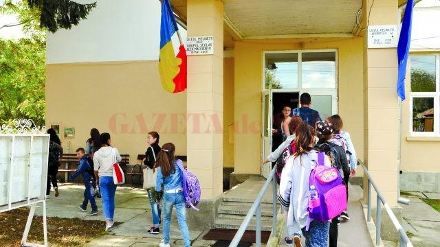 La liceul din Melineşti învață peste 700 de copii (Foto: Bogdan Grosu)