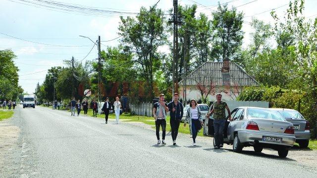 Tinerii însufleţesc comuna doljeană Melineşti (Foto: Bogdan Grosu)