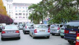 """Pentru fiecare oră de parcare pe domeniul public, acolo unde va exista indicator de """"Parcare cu plată"""", șoferii ar putea achita o taxă de 2 lei (Foto: Lucian Anghel)"""