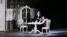 """Claudiu Bleonţ şi Iulia Colan într-o scenă din """"O lună la ţară"""""""